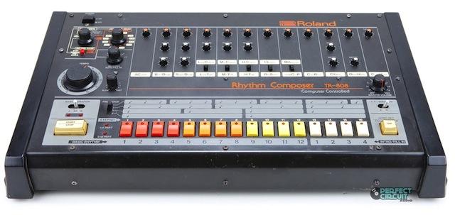 Например Roland TR 808 или Roland MC 505 имеют не балансные аудио выходы.